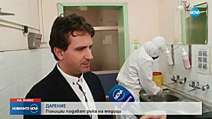 Полицаи дариха защитни средства за борба с коронавируса на медици в Пловдив
