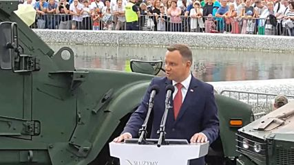 Poland: President calls for permanent US military base during parade