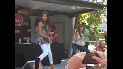 Не Са Ли Невероятни !! Zendaya Coleman & Bella Thorne Dancing In Chicago