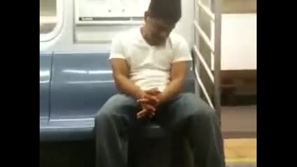Така става като спиш във влака (смях)