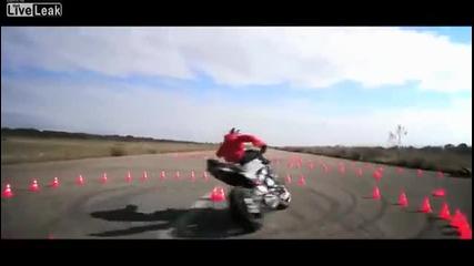 Невероятни дрифт умения с мотор