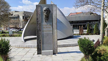 Паметник на Захари Стоянов в Пазарджик