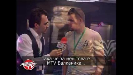 Флори с парче за българските певици