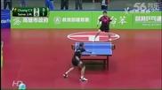 Двубой по тенис на маса се превръща в яко шоу