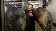 Крис Прат уплашен от динозавър - Шега