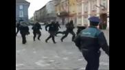 румънски полицаи се излагат