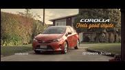 Котка изпробва екстрите на Toyota Corolla