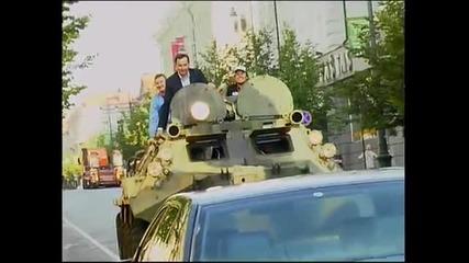 Луд кмет мачка кола с бронетранспортьор ( Б Т Р )