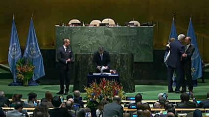 UN: John Kerry takes granddaughter to signing of climate change deal