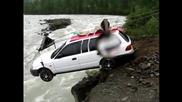 Ето как се прекарва кола над река в Северна Русия !