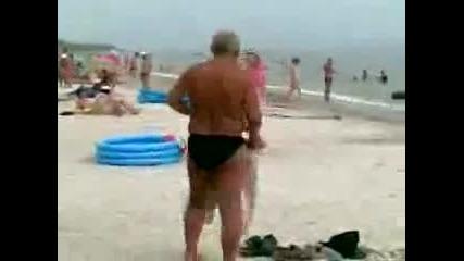 пиян човек бърка панталони вместо риза Vbox7