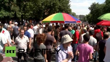 Armenia: Protesters get dirty as BINS block Yerevan's Baghramyan Avenue