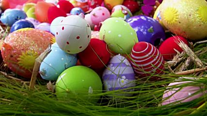 Христос Воскресе! Честит Великден с шарени великденски яйца!