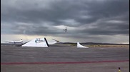 Изключително салто с мотор над прелитащ самолет !