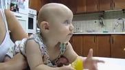Реакцията на бебе след като опитва лимон