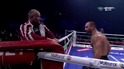 Боксьор полудя в София и наби треньора си