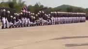 Войници с голям талант правят шоу на парад !