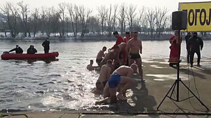Serbia: Orthodox athletes celebrate Epiphany with winter swim in Belgrade