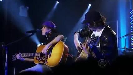 2011 Justin Bieber изпълнява Favorite Girl