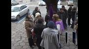 За втори ден служителите на Селскостопанската академия излизат на протест