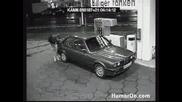 Какво прави една жена на бензиностанцията :)