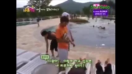[zea Cut] Kwanghee putting tanning oil on Siwan