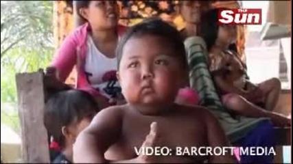 Две годишно дете пуши като комин