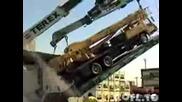 Кран изпуска камион