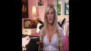 Pamela Anderson гола на партито на Hugh Hefner