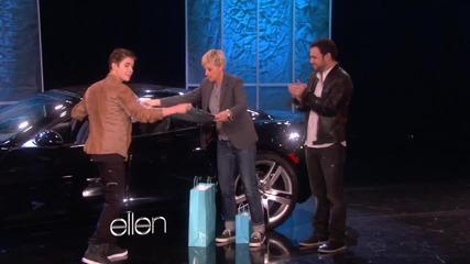 Justin Bieber взима подаръка за 18-тия си рожден ден от шоуто на Ellen!