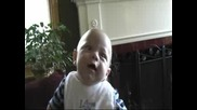 Сладко Бебе Се Смее