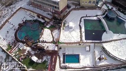 На басейн през зимата -