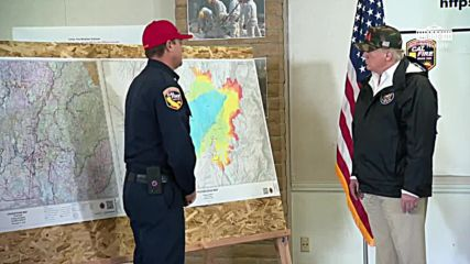 USA: 'Never seen anything like this' - Trump visits Chico fires op. centre