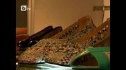 Китаец изработва обувки от вестници