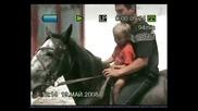 Пешо Алесандров Василев на 4ри години язди кобилата ася
