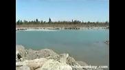 Огромна Вълна В Езеро