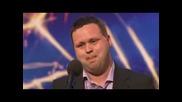 Britains Got Talent- Мъж Пее Невероятно