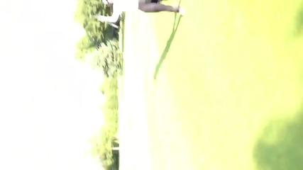 One Direction - Хари играе голф с приятели
