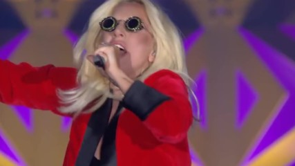 Lady Gaga covering ''what's Going On'' by 4 Non Blondes