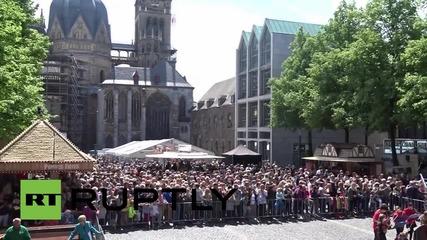 """Germany: """"Today Ukraine is fighting"""" - Poroshenko addresses crowd in Aachen"""