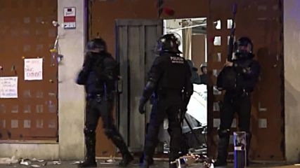 Spain: Clashes continue after police evict squatters from Barcelona bank