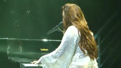 Деми се разплака и дори не можа да довърши песента си накрая ;( ;*
