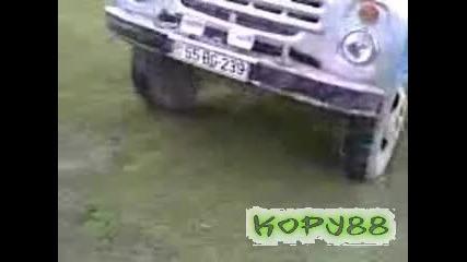 Камион се вдига на 2 гуми
