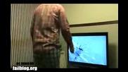 Глупак си чупи телевизора заради Nintendo Wii! - Смях