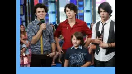 Jonas Brothers With Small Brother Frankie