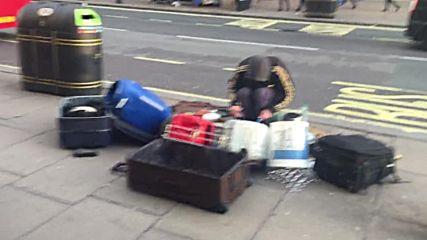 Един различен уличен музикант в Лондон