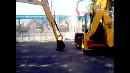 Луди Пичове С Трактори 2