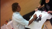 David Bisbal Firmando Camiseta