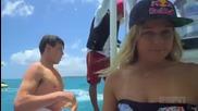 Хавайка сърфира чисто гола за Espn