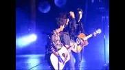 Jonas Brothers - Gotta Find You 10.9.09 [ Джо си вдига ципът на панталона xd ] Hd